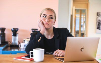 Reconnaître les signes de la charge mentale au travail pour la gérer efficacement